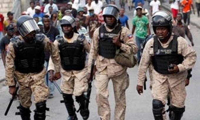 Photo of Policías haitianos retoman protestas tras tiroteo con soldados hace 15 días