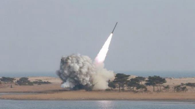Photo of Corea de Norte lanza tres proyectiles en una nueva prueba balística