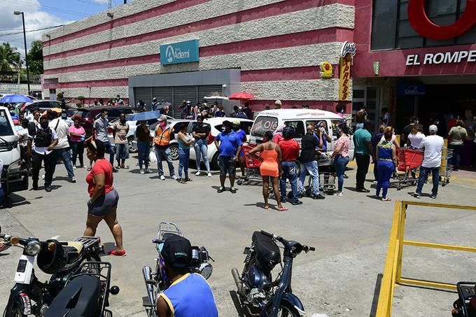 Photo of Rumor saca de sus casas a miles en busca de alimentos