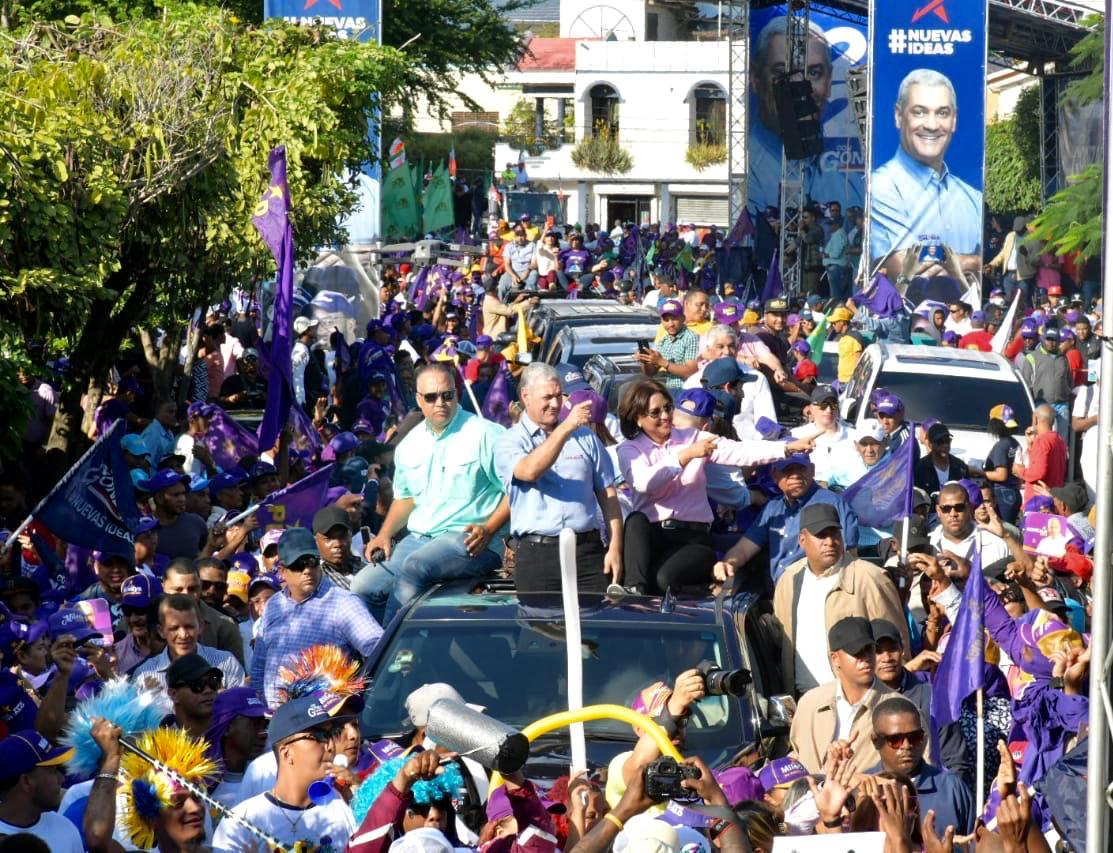 Photo of Miles recorren SFM junto a  Gonzalo Castillo y la candidata alcaldesa Miledys Núñez