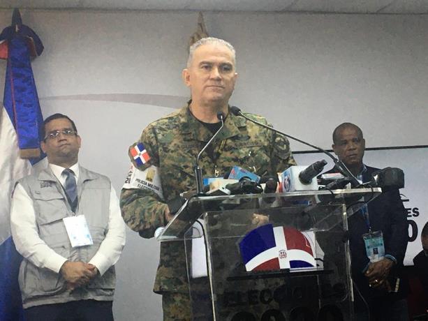 Photo of Tres heridos en Azua por disparo de un militar; y hombre muere de infarto en Villa Vásquez cuando iba a votar