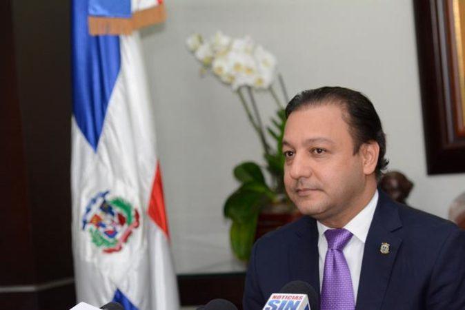 Photo of Abel Martínez reitera a Gobierno necesidad aislar municipio Santiago