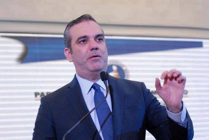 """Photo of Abinader llama """"inhumanos y bandidos"""" a funcionarios destituidos por corrupción"""