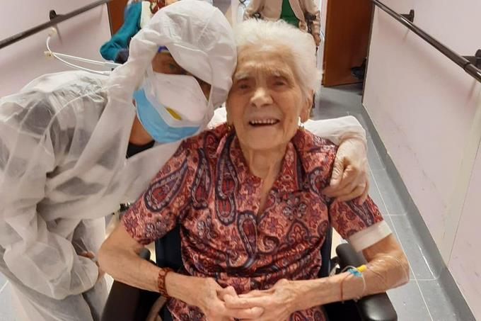 "Photo of Italiana de casi 104 años se recupera de COVID-19 con ""fe"""
