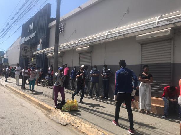 Photo of Los comerciantes de Santiago comienzan a exigir mascarillas