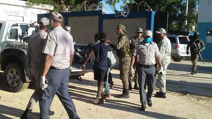 Photo of Casi 20.000 detenciones en República Dominicana por violar el toque de queda