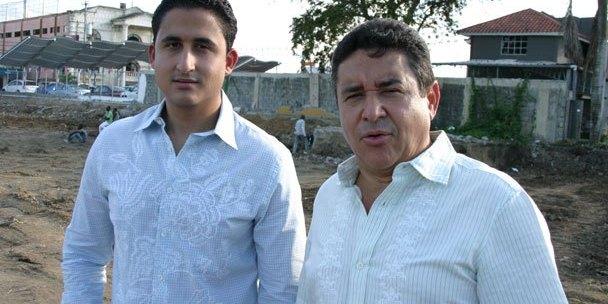Photo of José Lopez y su hijo José Abigail están de altas en sus hogares