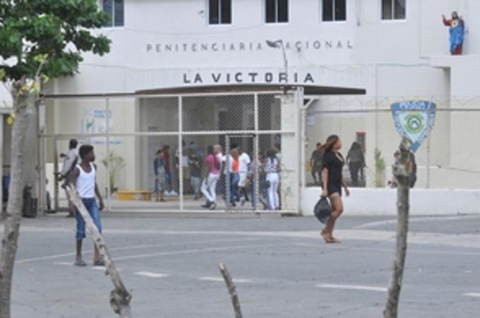 Photo of Trasladan 304 reclusos de La Victoria de los que 192 son positivos asintomáticos