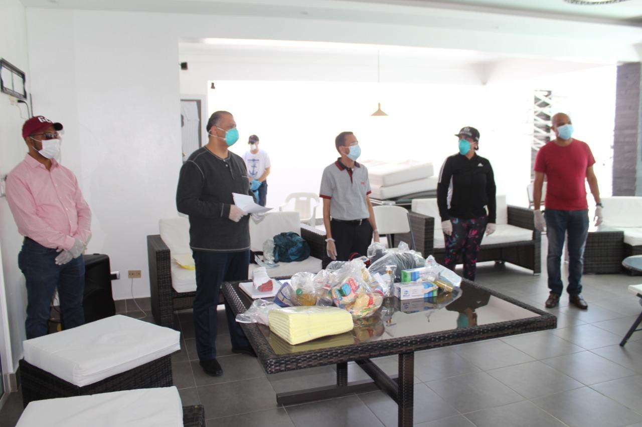 Photo of Luis Ernesto Camilo dona kits médicos, raciones alimenticia y aporta 600 mil pesos en efectivo.