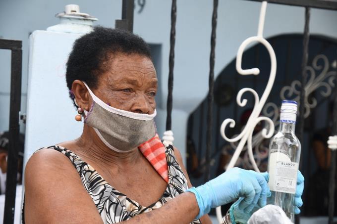 Photo of Ministro de Salud confirma 15 muertes por clerén adulterado