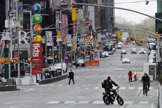 Photo of Bajan por primera vez los muertos diarios a menos de 550 en Nueva York