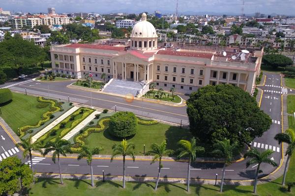 Photo of Gobierno defiende compras insumos realizó para combatir el COVID-19
