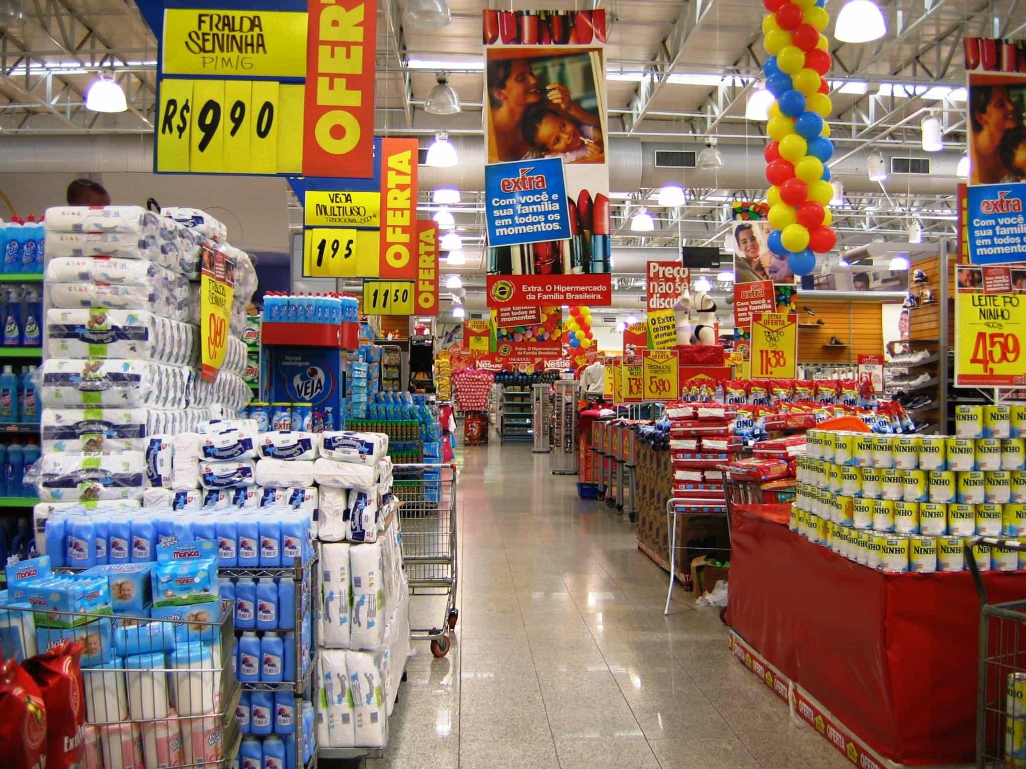 Photo of Esto sucede cuando una persona con Covid-19 estornuda en un supermercado, según expertos