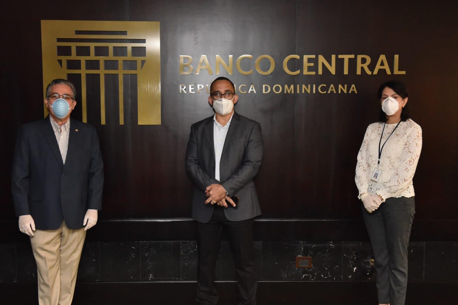 Photo of Voluntariado Bancentraliano dona fondos para equipos de ventilación y cilindros de oxígeno a hospital de SFM
