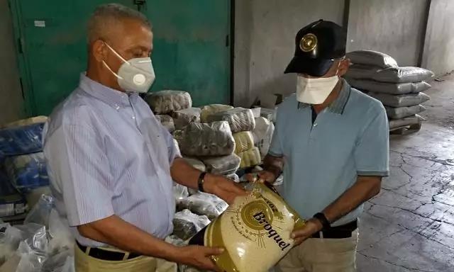 Photo of Empresario de Navarrete dona 100 mil libras de arroz a familias pobres