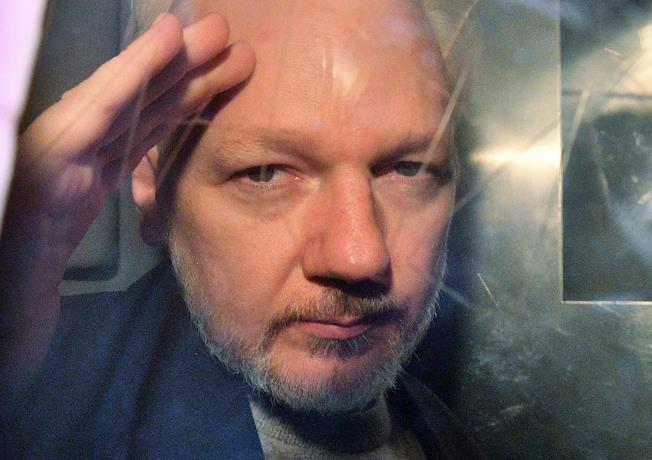 Photo of Assange tuvo dos hijos con su abogada durante reclusión en embajada de Ecuador