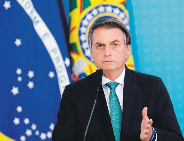 Photo of Bolsonaro destituye a ministro de Salud en plena crisis del coronavirus
