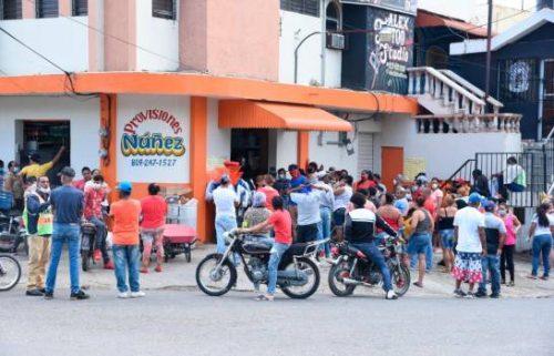 Photo of Reabren negocios ciudad de Santiago pese a la cuarentena por la pandemia