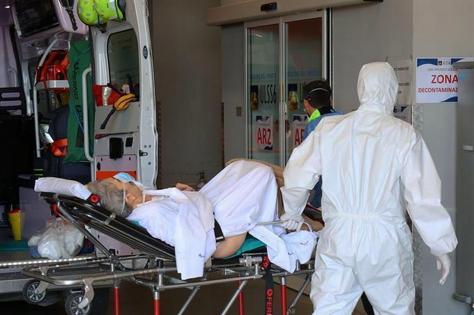 Photo of EEUU es segundo del mundo en muertes por COVID-19 al sumar otros 2.000 deceso
