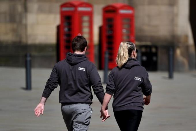 Photo of El Reino Unido extiende tres semanas el confinamiento