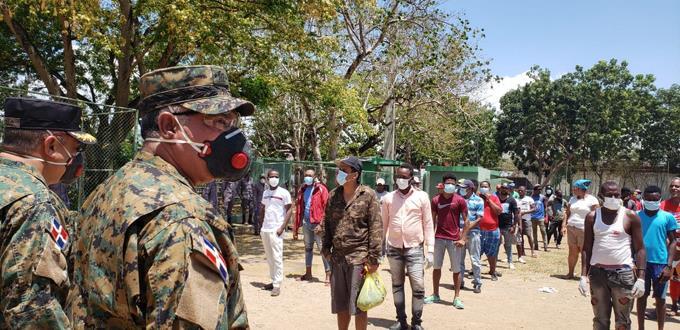 Photo of Entregan mascarillas a más de 800 personas detenidas por no usarlas en lugares públicos