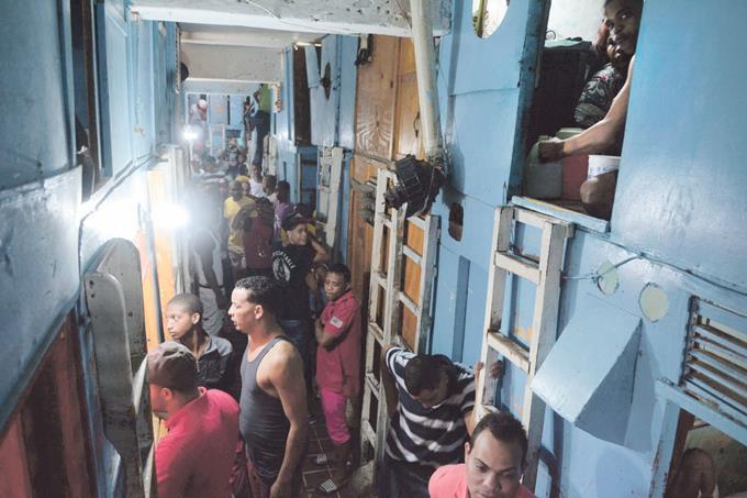Photo of Fiscales depuran presos para ver si califican para ir a sus casas ante crisis