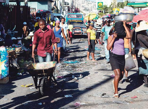 """Photo of Haití a espera de """"días más oscuros"""" por el coronavirus"""
