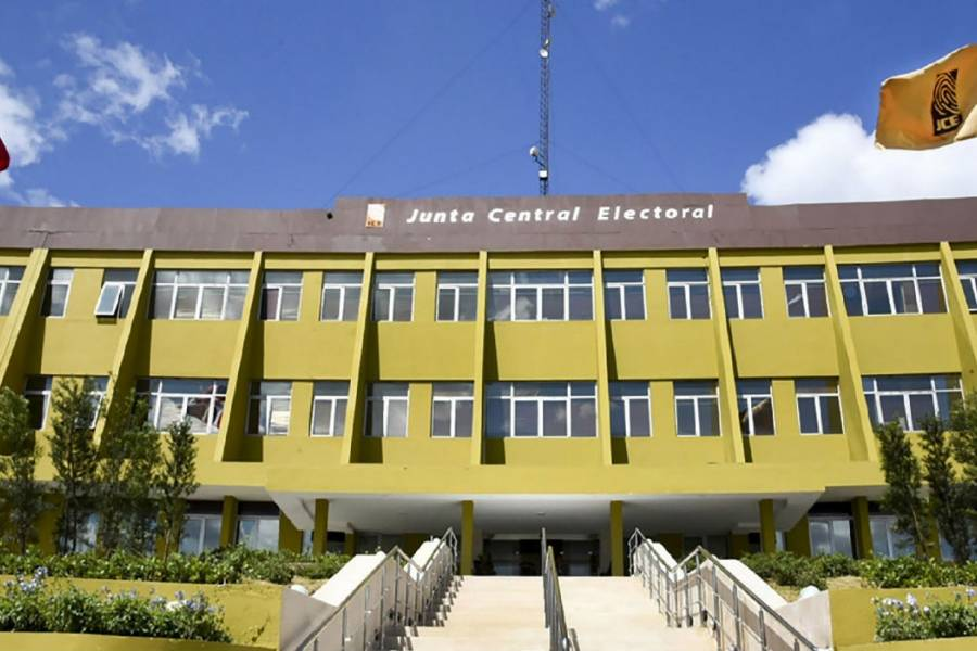 Photo of Juristas difieren sobre potestad de la JCE para posponer elecciones