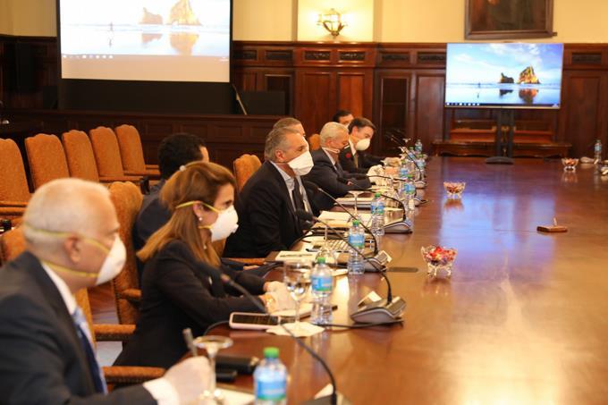 Photo of Ministros se reúnen con líderes empresariales para hablar sobre el retorno de las actividades económicas