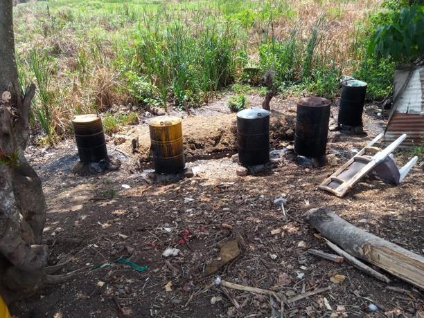 Photo of Ocupan 19 tanque y material para elaborar clerén en un patio en Santo Domingo Este