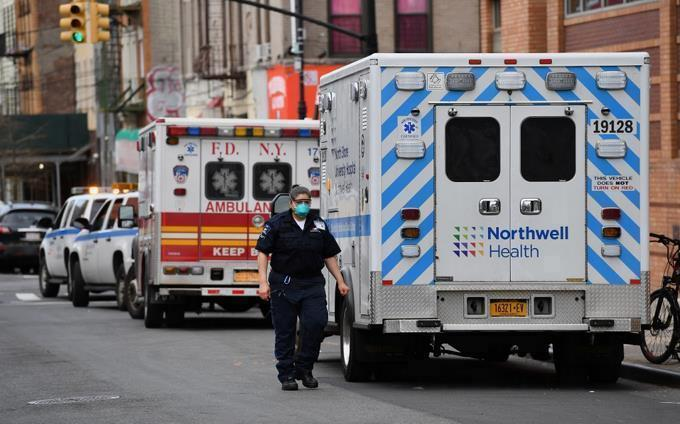 Photo of Récord de casi 2.600 muertes por coronavirus en 24 horas en EEUU, según Johns Hopkins
