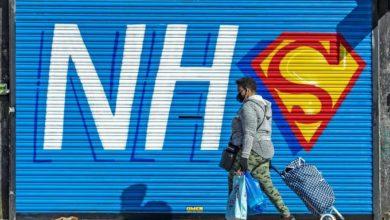 Photo of Reino Unido sobrepasa los 26.000 muertos por coronavirus tras sumar los fallecidos en los centros de día