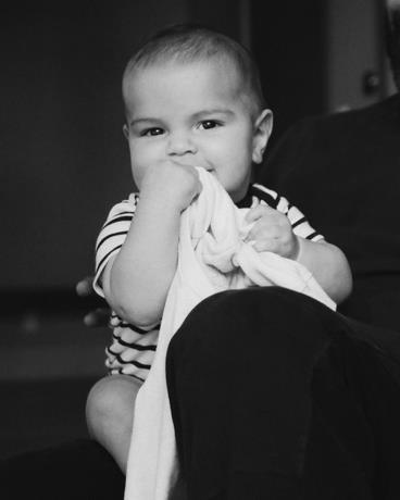 Photo of Ricky Martin presenta a su cuarto hijo, Renn Martin-Yosef