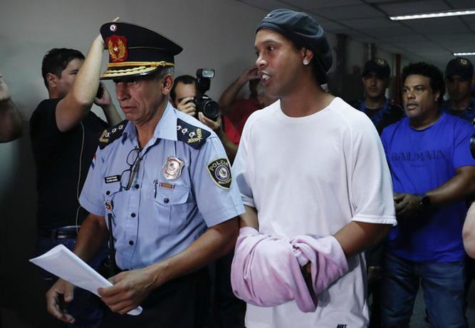 Photo of Ronaldinho vuelve a sonreir