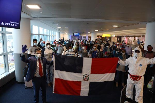 Photo of NUEVA YORK: Consulado traslada a RD a otro grupo de dominicanos