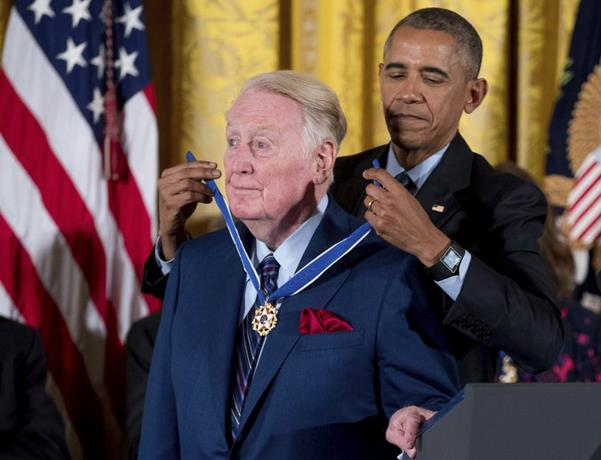 Photo of Vin Scully es hospitalizado