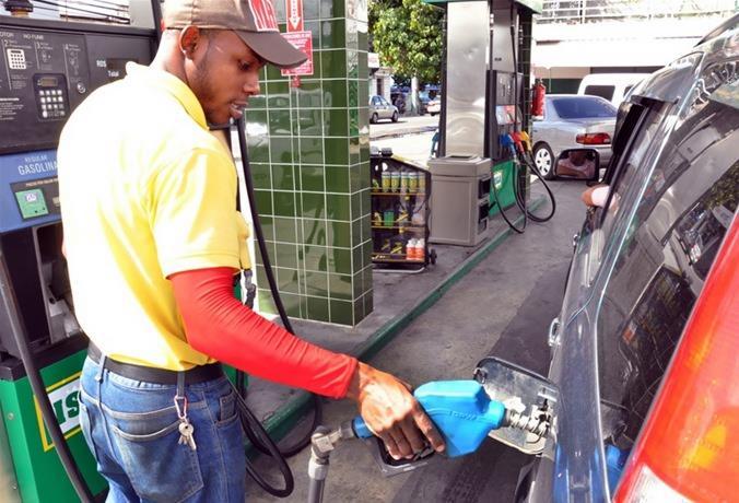 Photo of Las gasolinas bajan RD$2.40 y el GLP 20 centavos