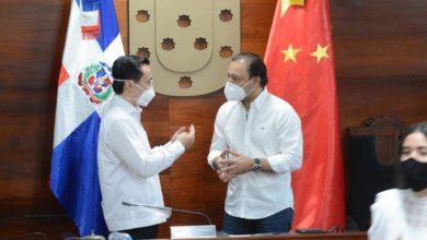Photo of Gobierno de China dona mascarillas en Santiago para combatir COVID-19