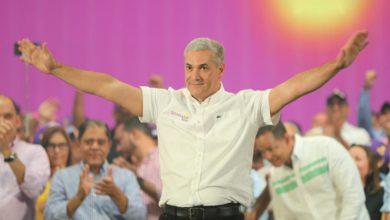 Photo of Gonzalo asegura que 4 encuestas lo dan ganador a las presidenciales