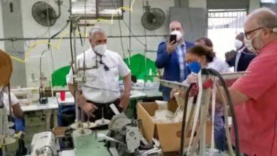 Photo of Gonzalo compra 200 mil mascarillas a la Asociación de Textileros de la RD