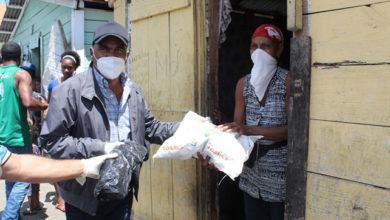 Photo of Candidato a diputado Noel Marmolejos distribuye alimentos crudos en la provincia Duarte