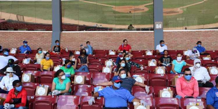 Photo of MIDEREC realiza segunda jornada de entregas cajas alimenticias atletas y dirigentes provincia Duarte