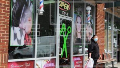 Photo of Dueño de barbería obligada a cerrar en EEUU: «Nos estamos muriendo de hambre»