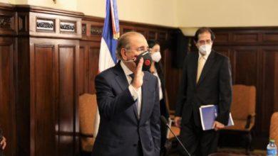 Photo of Empresarios presentan plan de apertura de la economía al presidente Medina
