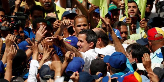 Photo of La legitimidad de Guaidó se esfuma y el chavismo gana terreno