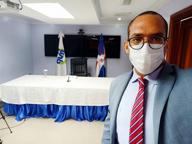 Photo of ¿Quién es Adrian Puello Guerrero, el nuevo director de Epidemiología en medio de la crisis sanitaria?