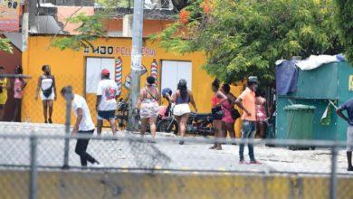 """Photo of """"Trabajadoras sexuales"""" se quedan sin ingresos"""