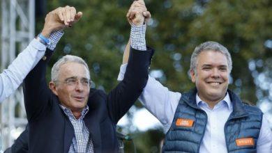 Photo of Colombia abre indagación a expresidente Uribe por espionaje