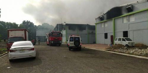 Photo of Incendio afecta fabrica de pañales desechables en Tamboril, Santiago