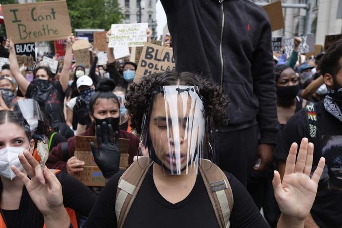 Photo of EEUU: Protestas en 25 puntos de mayor contagio de COVID-19